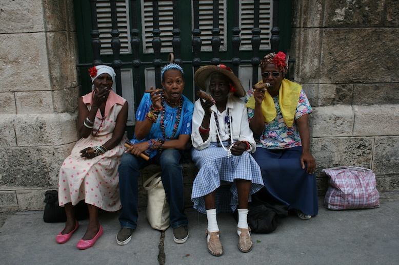 havana-cuba-old-women-smoking-cigars