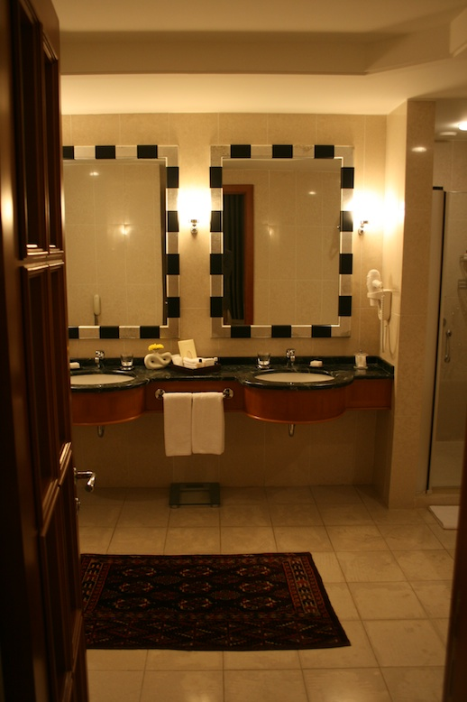 park-hyatt-baku-executive-suite-bathroom-02