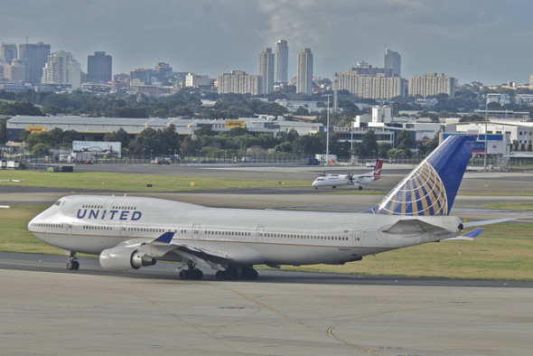 united-airlines-747-at-syd