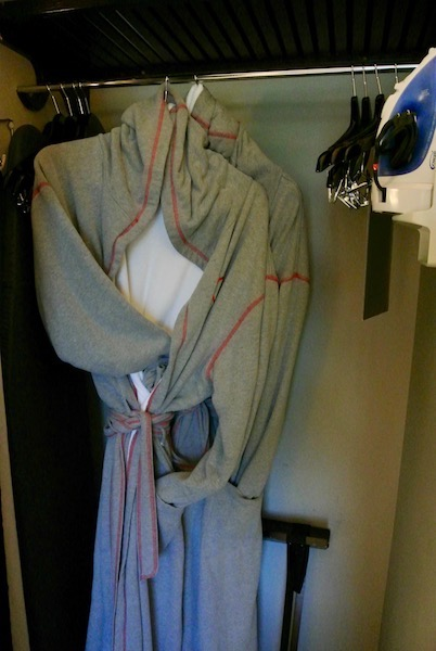 Straight-jacket robes