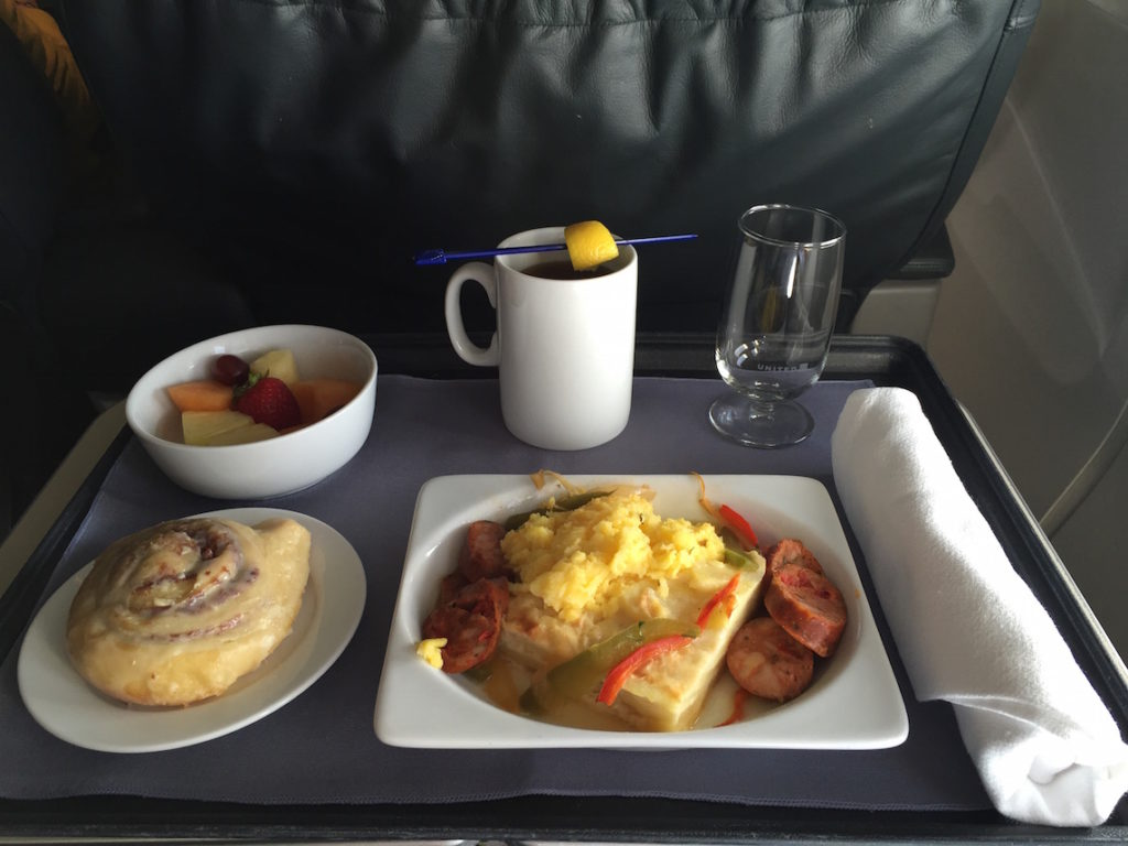 united-airlines-labor-day-2015-lax-ord-01-breakfast