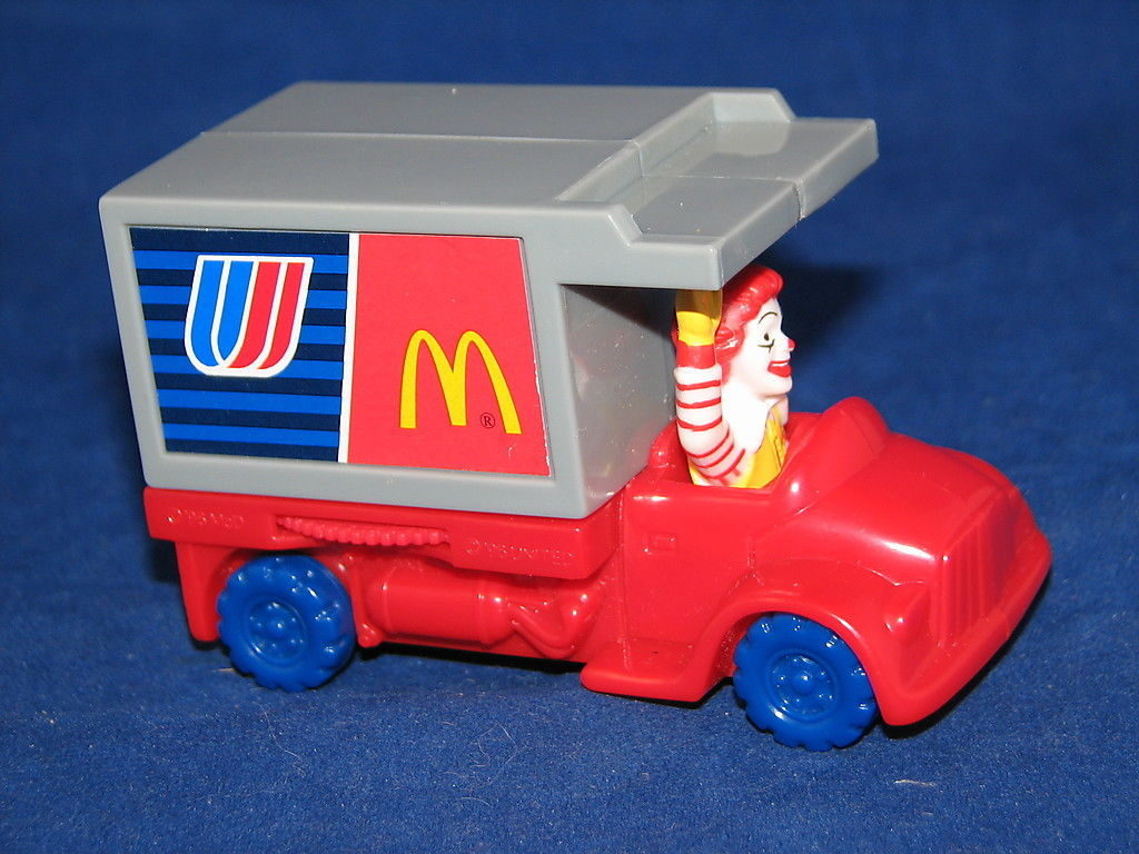 united-airlines-happy-meal-toy