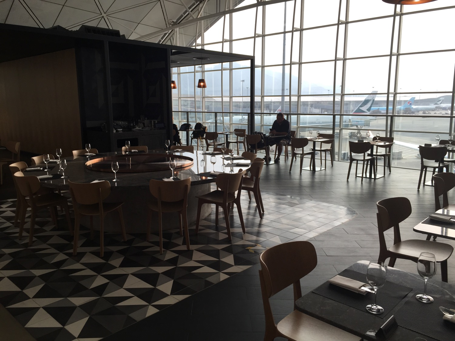 Qantas Lounge Review Hong Kong HKG - 7