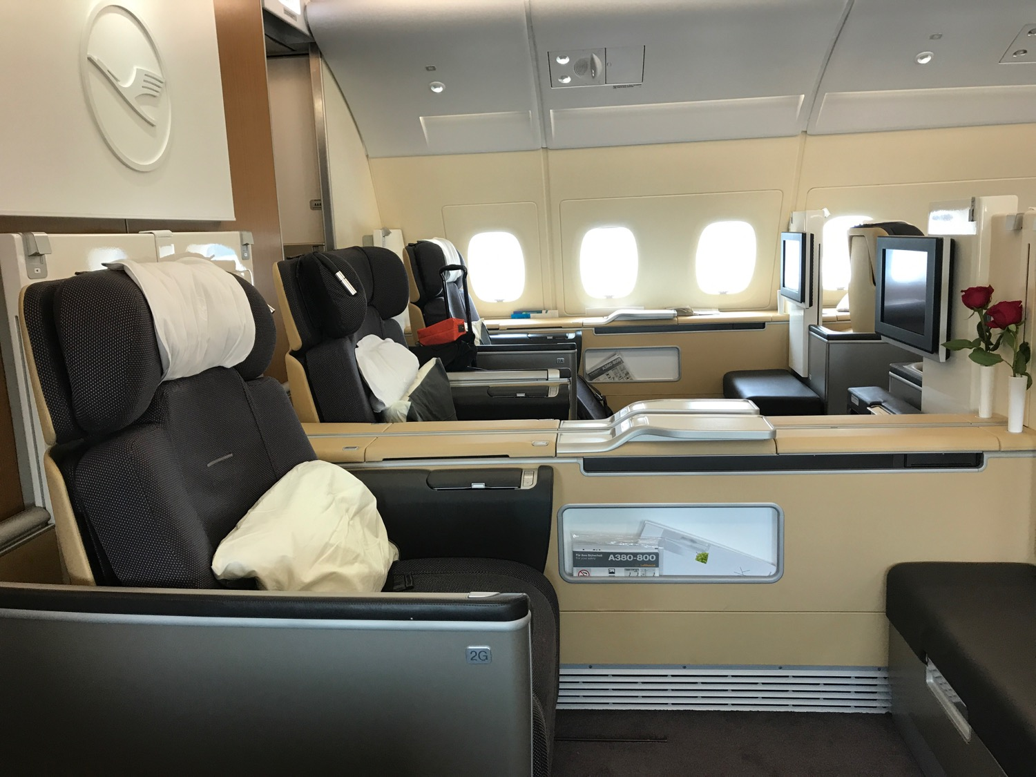 review lufthansa a380 first class los angeles to frankfurt live and let 39 s fly. Black Bedroom Furniture Sets. Home Design Ideas