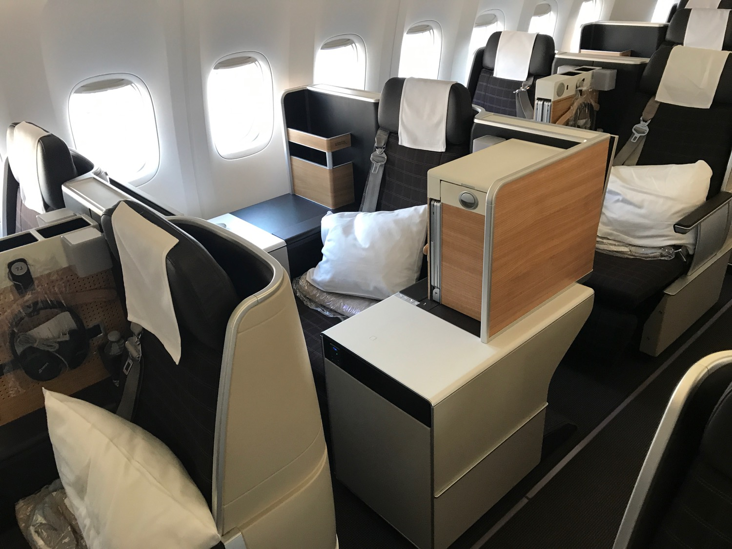 Review Swiss 777 300er Business Class Los Angeles To