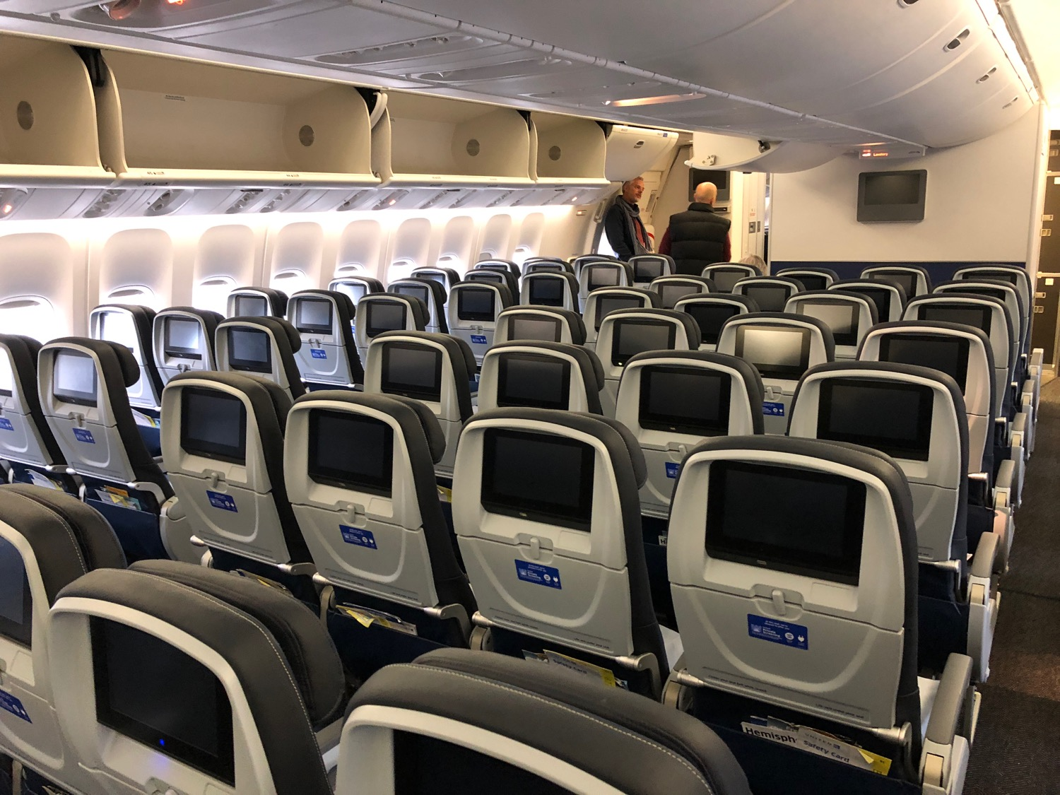 United Airlines 777 Cabin Review: United 777-300...