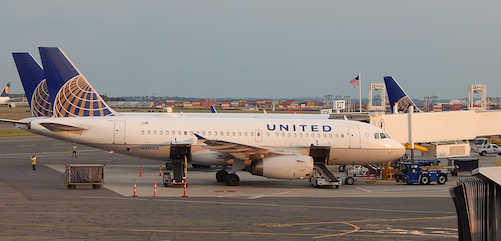 United A320 at gate