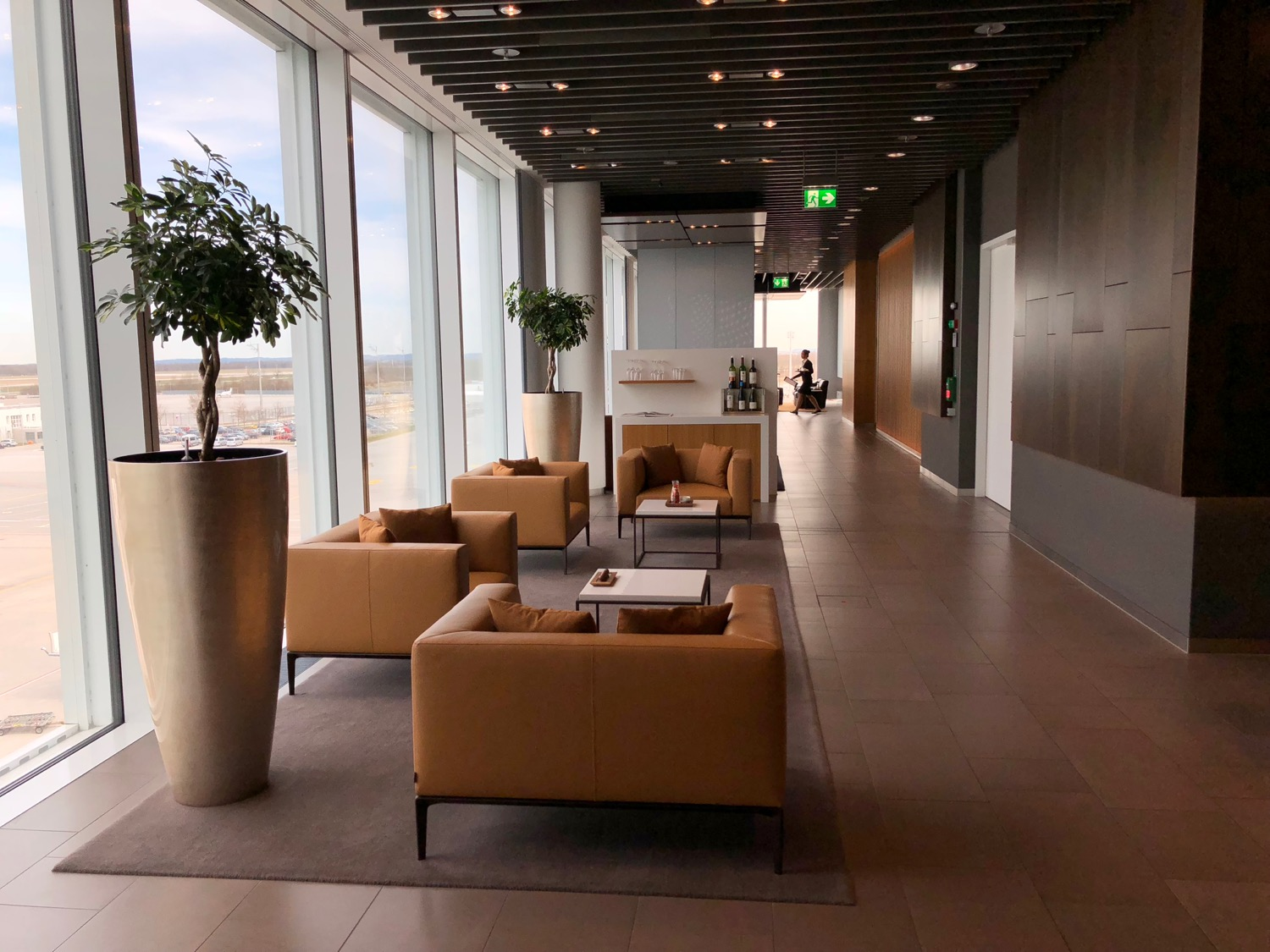 Review: Lufthansa First Class Lounge Munich (MUC) - Live and Let\'s Fly