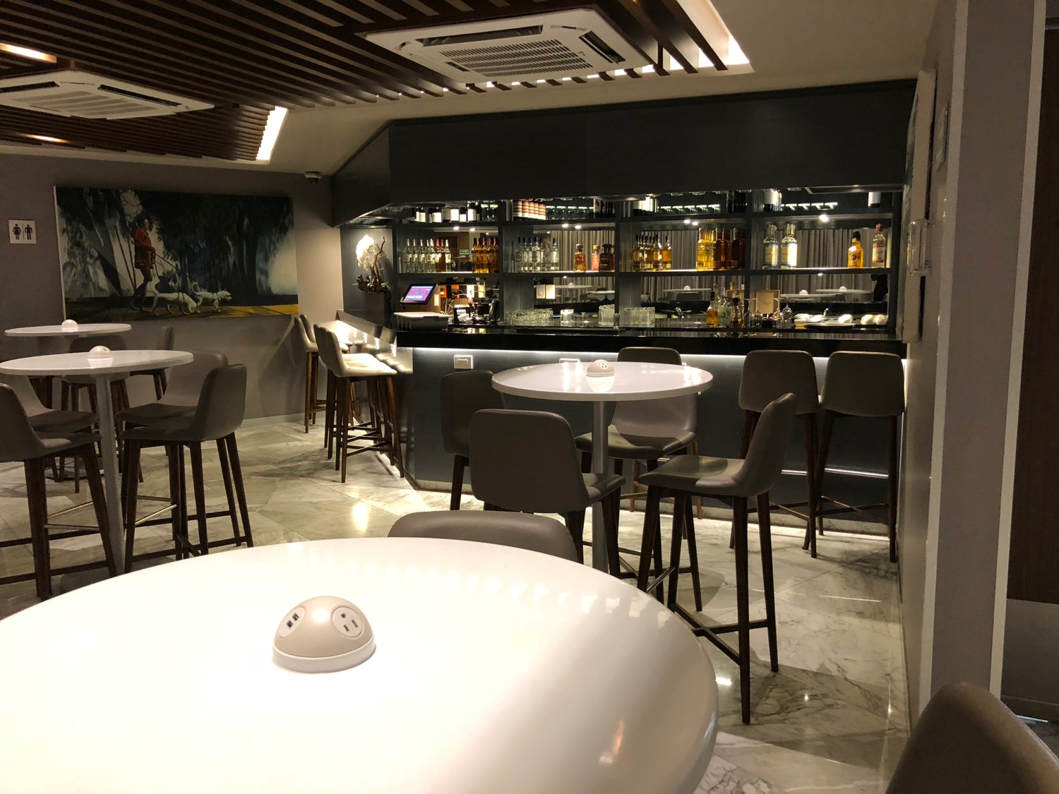 My New Favorite AMEX Centurion Lounge Live and Lets Fly