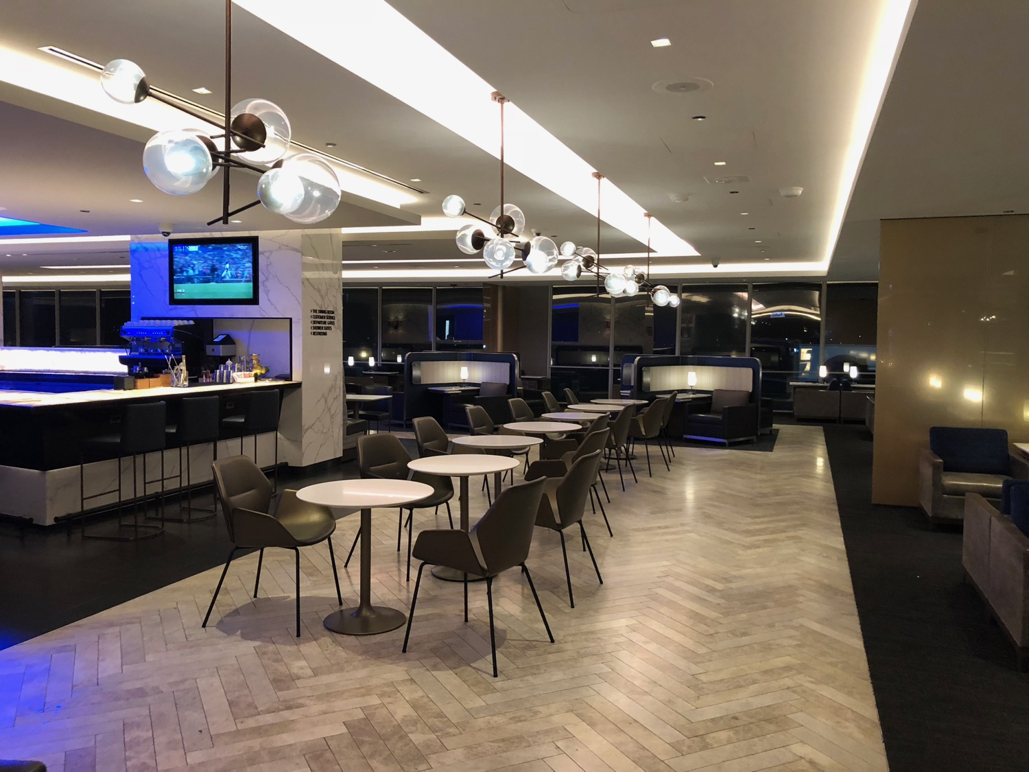 Review: United Polaris Lounge Chicago (ORD) - Live and Let's Fly