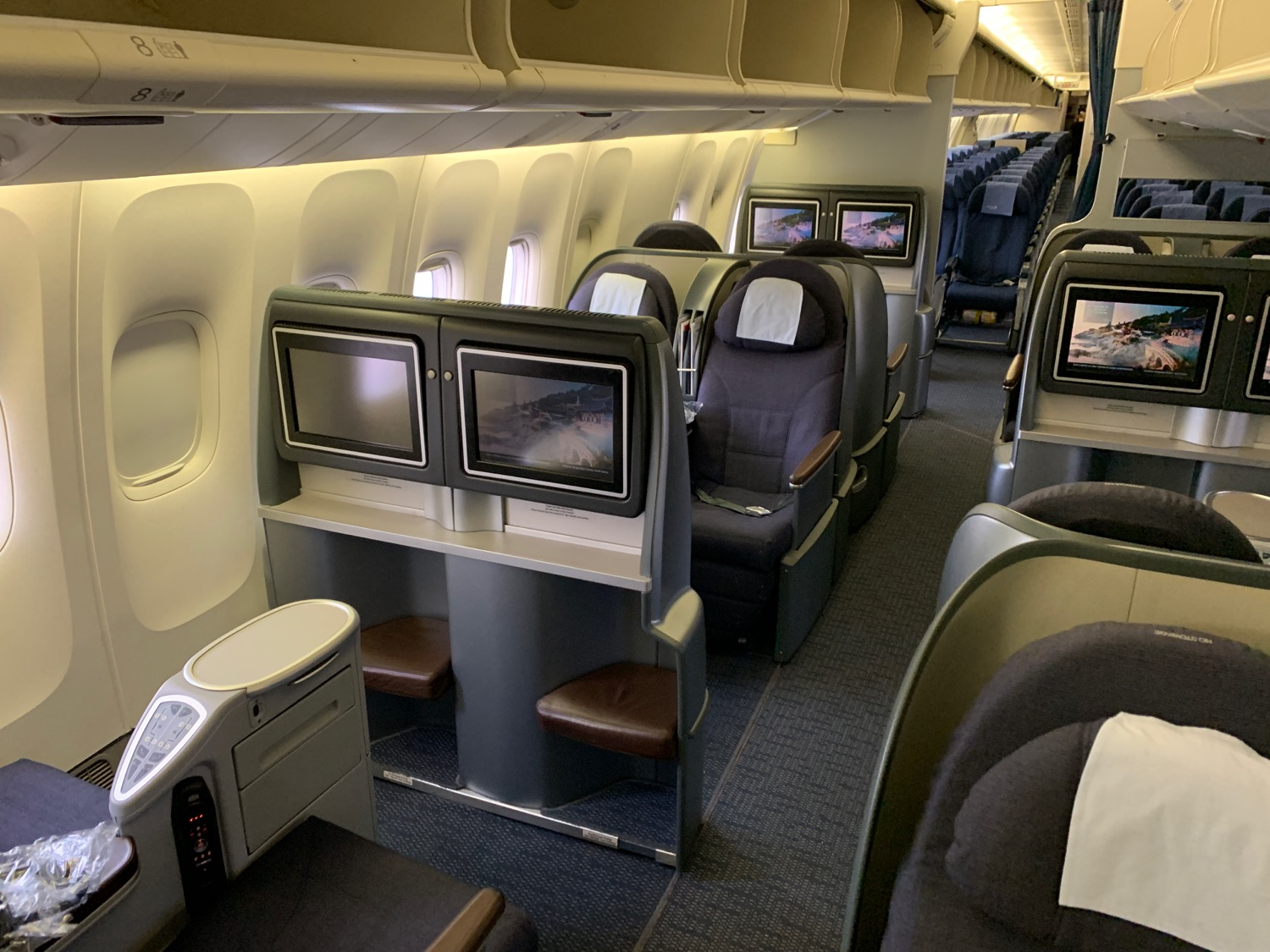 united airlines 777 first class to hawaii