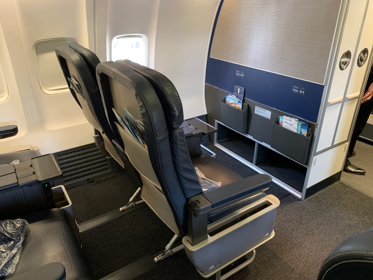 The Best Seat On A United Airlines 757-300 - Live and Let's Fly