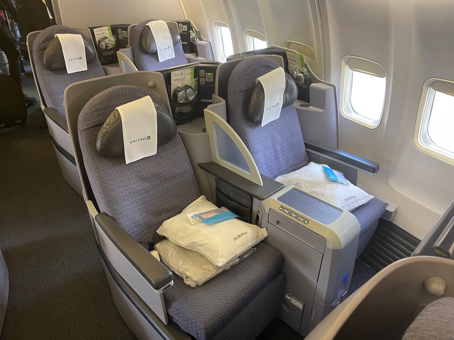 United Airlines 757-200 Business Class Review